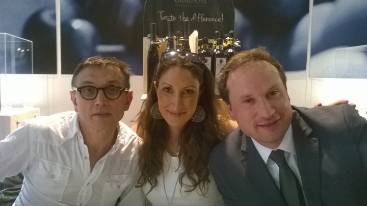 Bruno Barbieri, Andrea Gradassi (Direttore Commerciale di Cufrol) e la moglie Alessia.