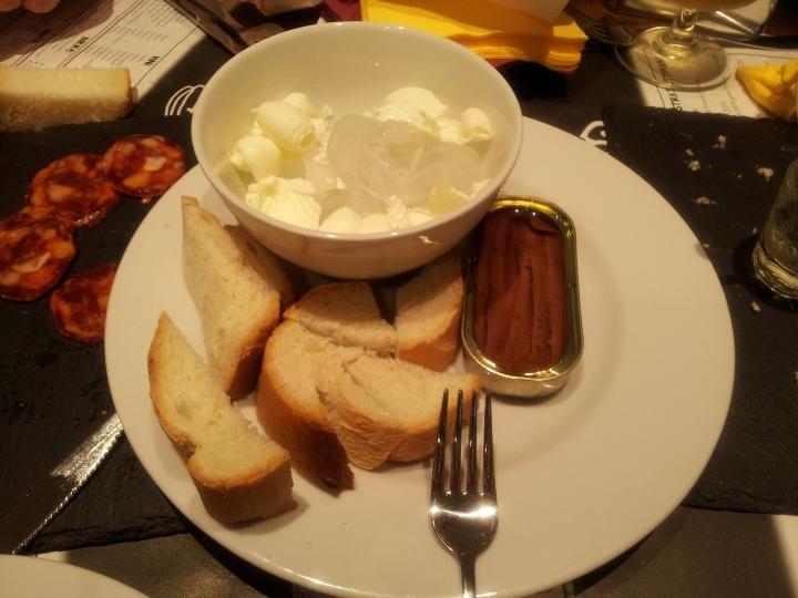 Pane. burro e acciughe: una delizia!